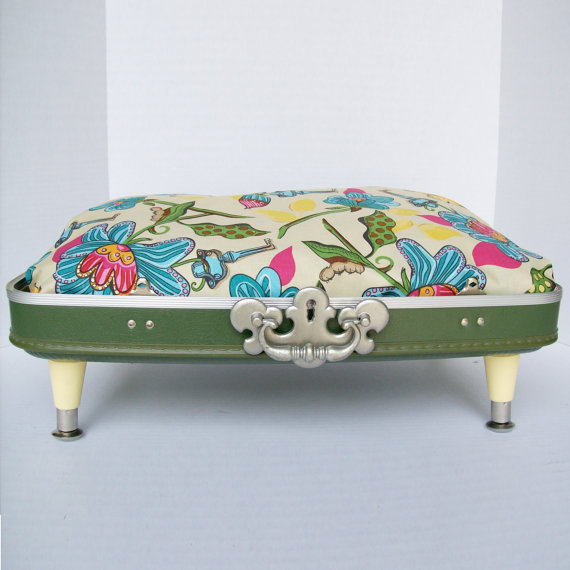Decorating Ideas for Travel Addicts: Vintage Suitcase Tables
