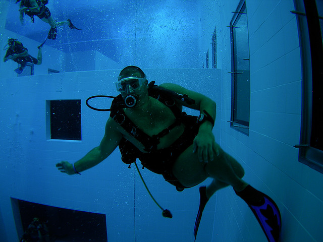 scuba divers world's deepest swimming pool in belgium