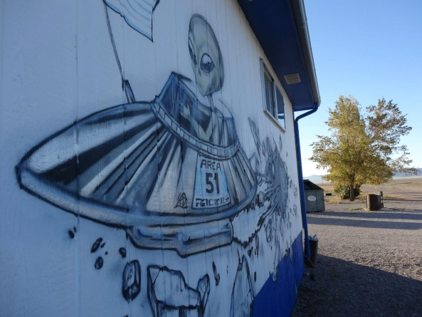 alien mural at the inn near Area 51