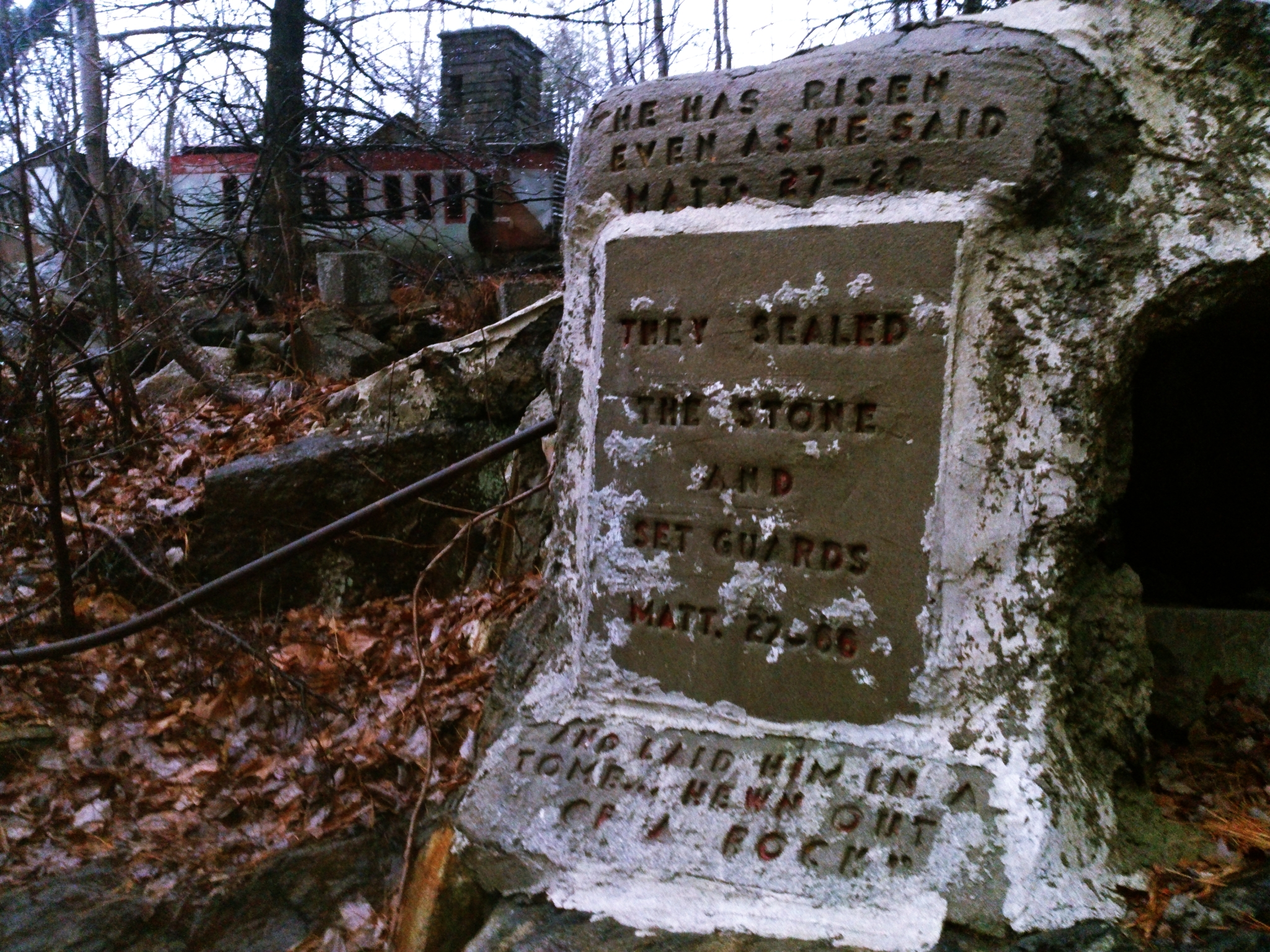 "Hauntingly Spooky Photos of Connecticut's ""Holy Land USA ..."