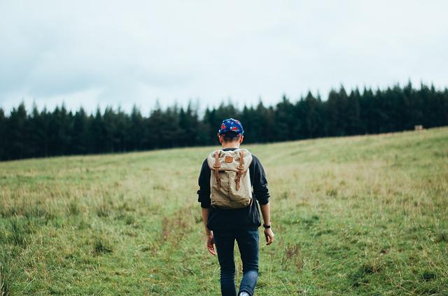 hiker-598204_640