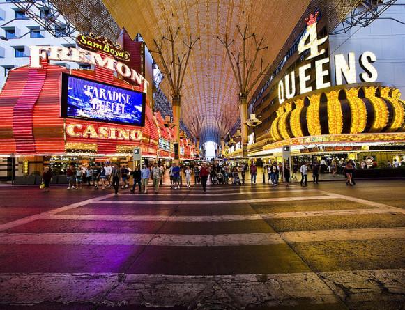 Fremont-Street-Experience-Las-Vegas-581x